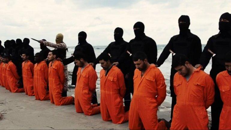 En febrero de 2015, el Estado Islámico degolló a 21 cristianos en una playa de Libia.