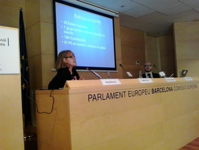 Maite Calvó, representante del Parlamento Europeo en Barcelona, y Sergi Barrera, responsable de comunicación de la cámara en Barcelona