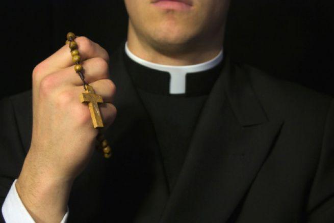 El sacerdote: A quién enviaré? gloriatv