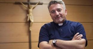 Douglas Bazi cristianos perseguidos Irak sacerdote padre AIN prisma