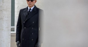 8-Daniel-Craig-Bond-PA