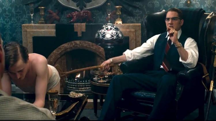 Legend Tom Hardy Kray ronald reggie critica